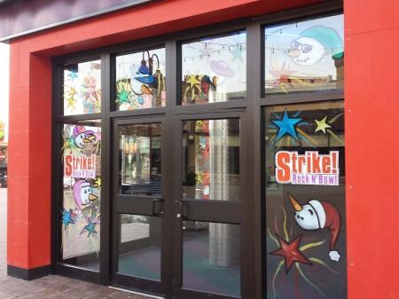 strike christmas window painting 01 450x337
